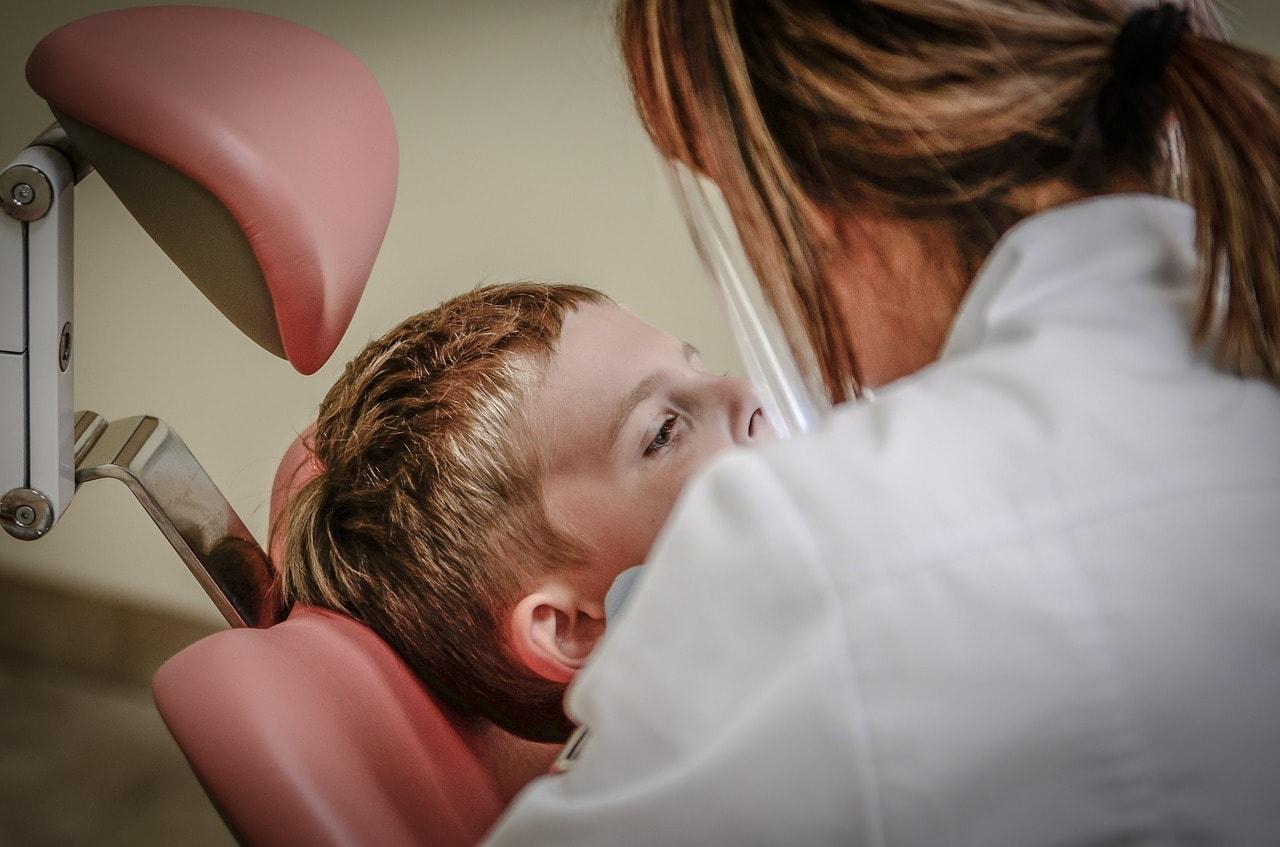 Professionelle Zahnreinigung - Im Nullkommanichts strahlend weiße Zähne